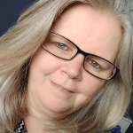 Mari Geuer facilitadora do curso de operador de mesa sistêmica multidimensional